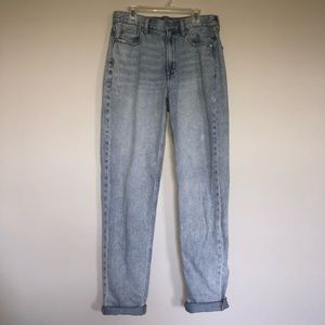 Light wash American Eagle mom jeans 6 extra long!!